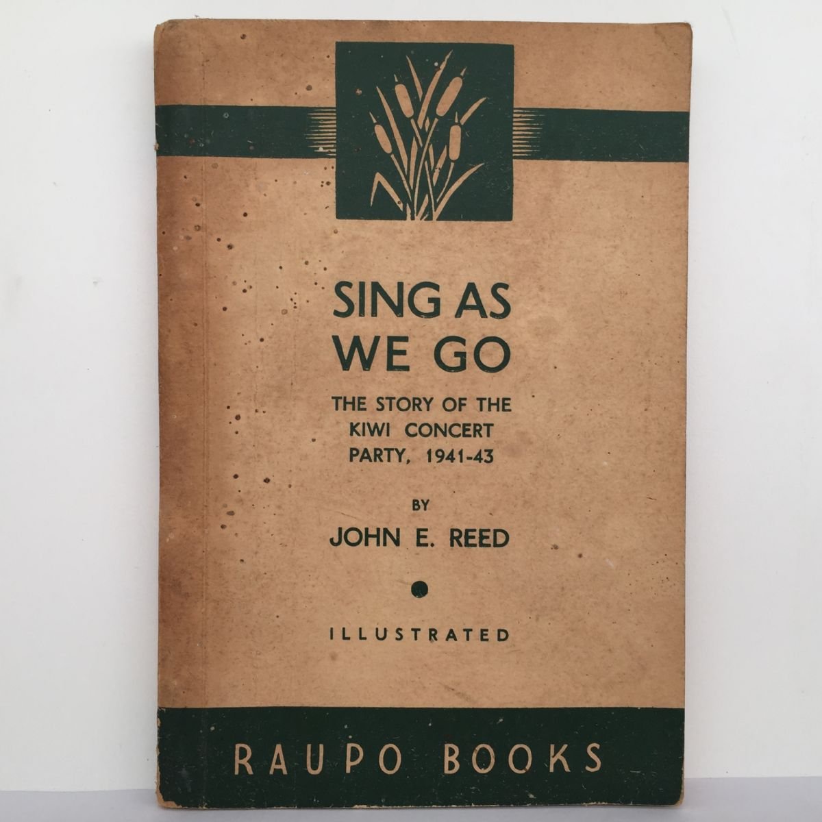 Sing As We Go : The Story of the Kiwi Concert Party, 1941-43